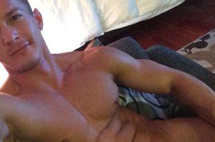 naked-selfie-instagram